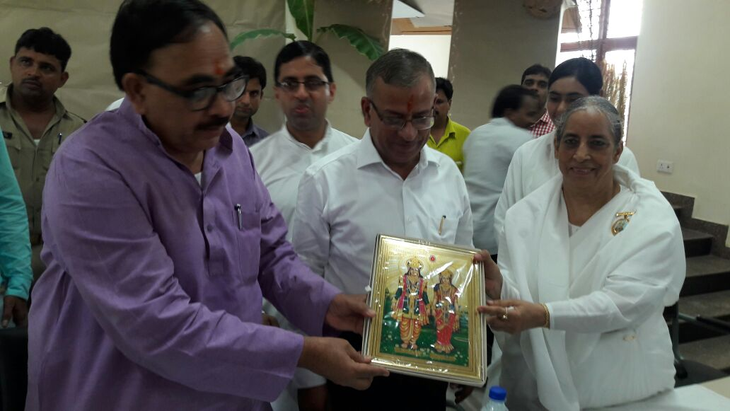 Varanasi - BK Surendra Didi, Sub Zonal Incharge presenting Godly Gift to Dr Mahendra Nath Pandey, Central State Minister for Human Resources Development , BK Vipin & BK Taposhi bahen also seen in P