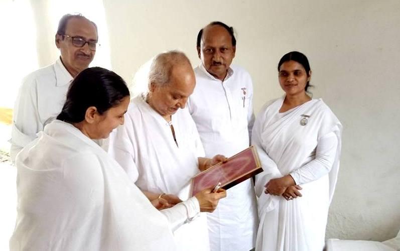 Photo - 1) BK Saroj Bahan with Padma Bibhushan Pt. Jasraj Ji & others (2)